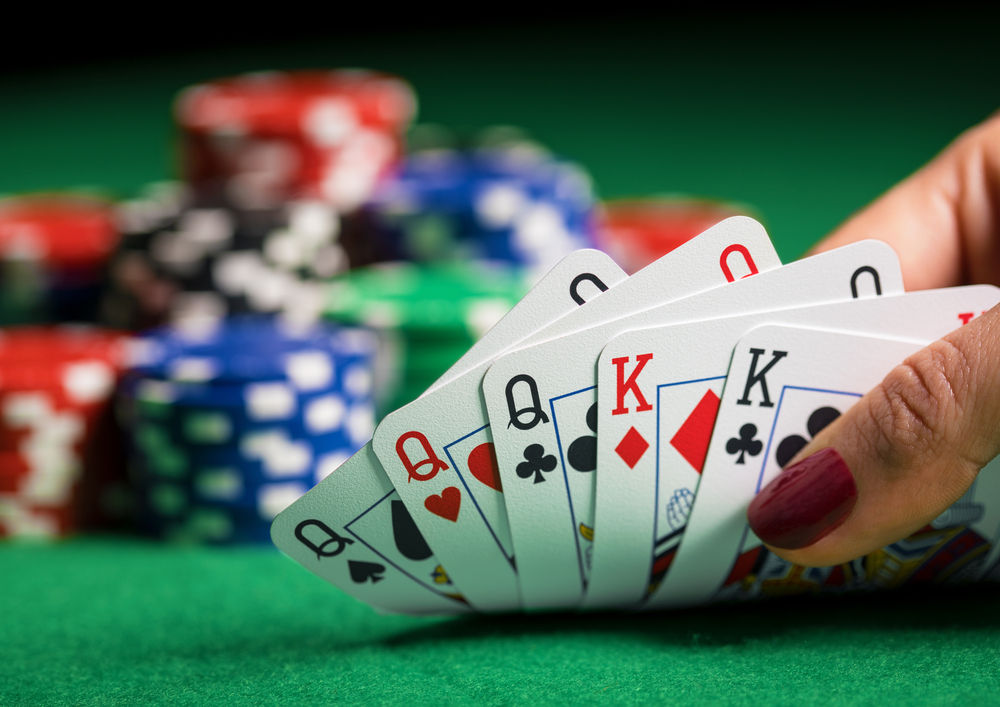 Some basic tips when playing live poker
