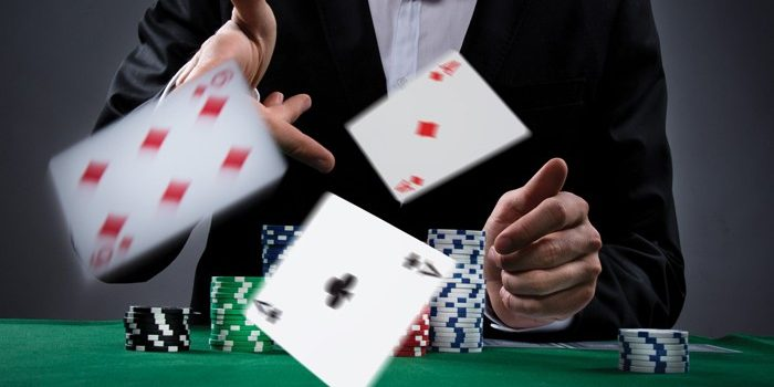 Things to look at while choosing a site to play poker games